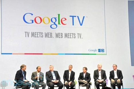 Executivo-chefe do Google, Eric Schmidt (1º à esq.), acompanhado de executivos dos parceiros do sistema